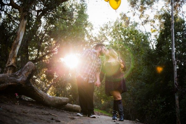 couple kissing in murphy ranch park